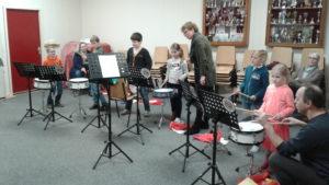 Kinderen leerden tijdens deze muzieklessen verschillende instrumenten kennen!